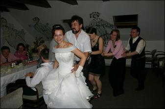 A pak se pilo a tančilo.