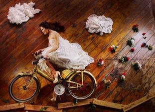 zajímavý způsob jízdy na kole - no aspoň se nedá spadnout:)