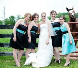 Na svatebních fotkách by se měl smát opravdu každý...