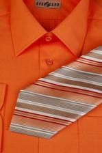 takvou košili s kravatou bych si představovala na mém nastávajícím