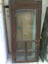 dvere skrine s krásnou drevorezbou a fazetovými sklami 1cm hrubé!