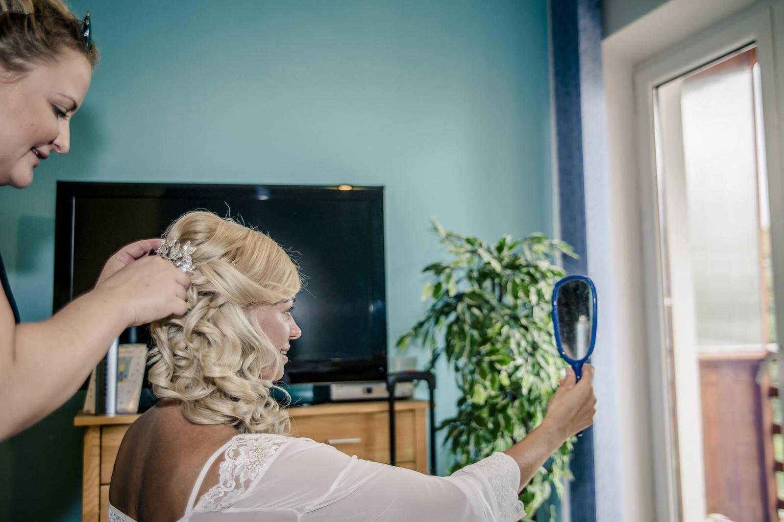 Monča{{_AND_}}Tomáš - Od rána jsem trávila čas na hotelu a krom příprav a skvělé nálady jsem stačila nafotit i boudoir fotky pro manžela ;)