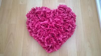 Srdce na auto na přání :-) Bude k šerpě s růžičkama.