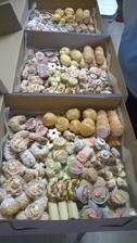 Plníme krabice, cukroví je vynikající :-)
