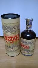 Ženichův jeden z darů od jeho práce :-) Rum s vtipnou etiketou s jeho jménem a přáním, které nechali vyrobit :-) Je to milé a precizně zpracované :-)