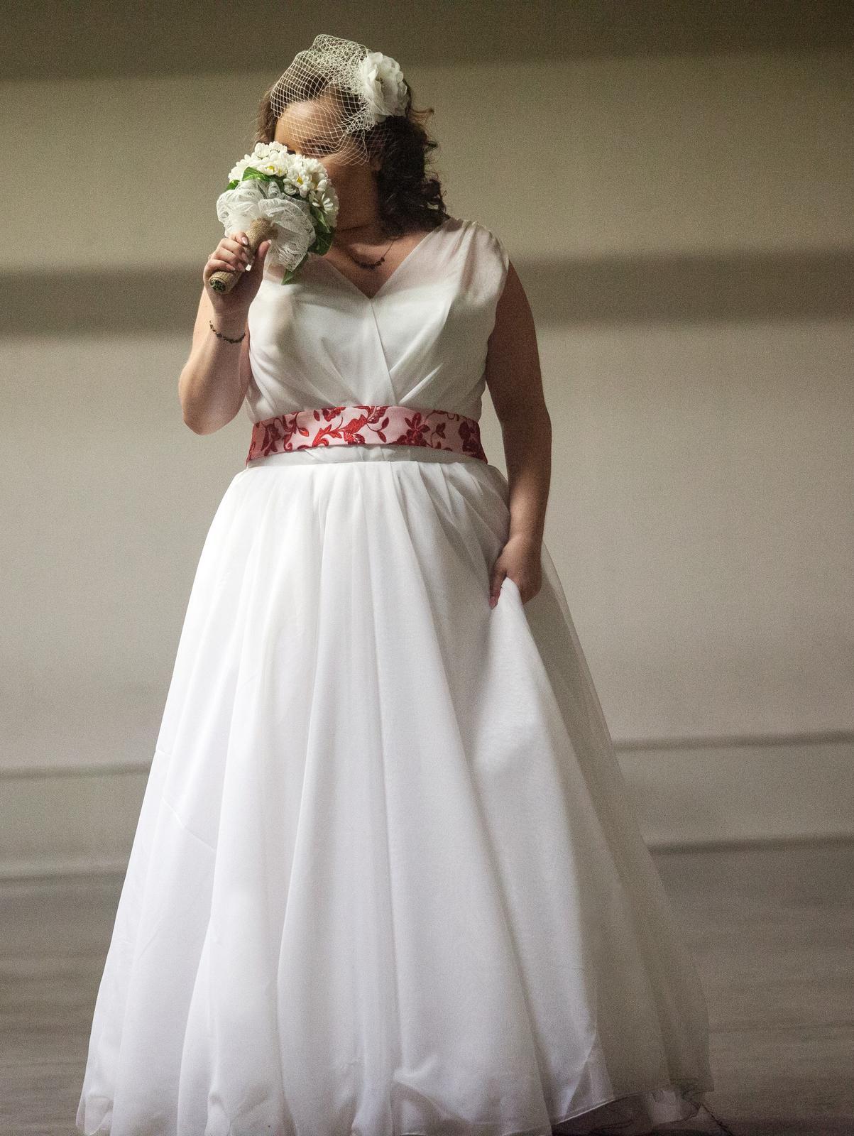 Svadobné šaty pre plus size nevestičku - Obrázok č. 1