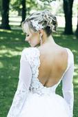 Svadobné šaty s výstrihom na chrbte, 36