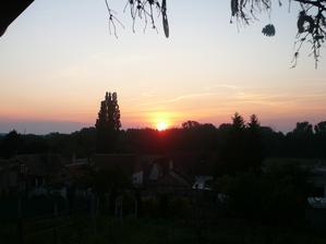 východ slnka, pohlad z terasy