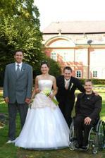 Zleva- bratr nevěsty, nevěsta, ženich, bratr ženicha