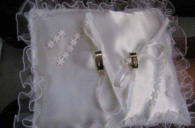 Detaily z nasej svadby - Prstienky na vankusiku