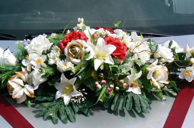 Detaily z nasej svadby - kytica na aute nevesty
