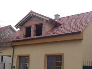 4. den - 9:00 - skridla polozena - cakame na ramy okien a pojdeme na fasadu
