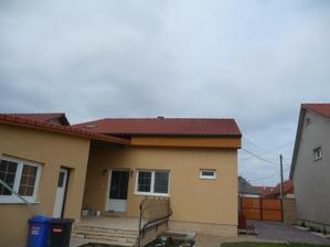 dnes nas caka aj dobudovanie stresnych okien z druhej strany domu - stav pred