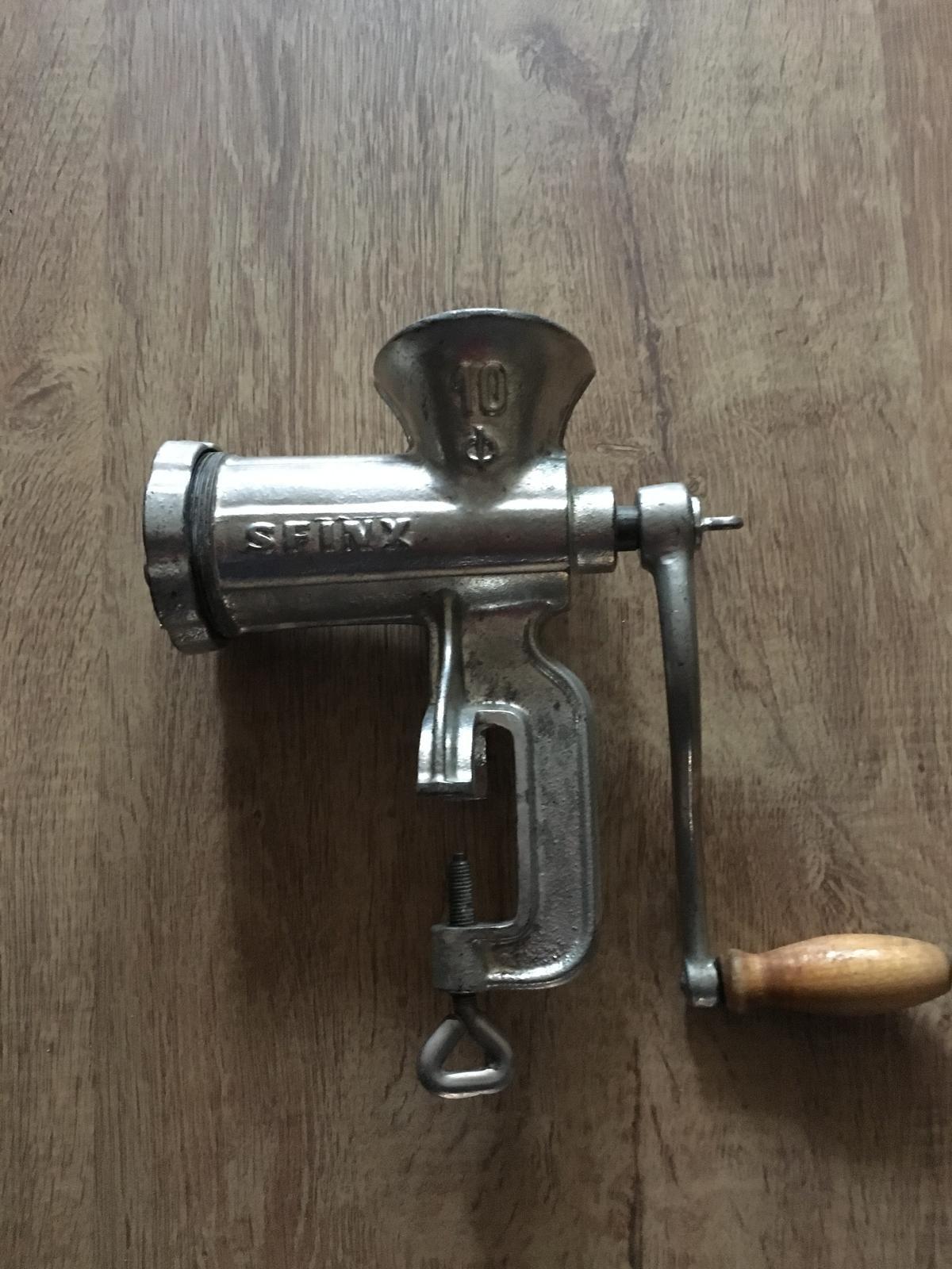 retro liatinový mlynček na mäso - Obrázok č. 3