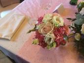 Růžový běhoun na stůl s kamínky,