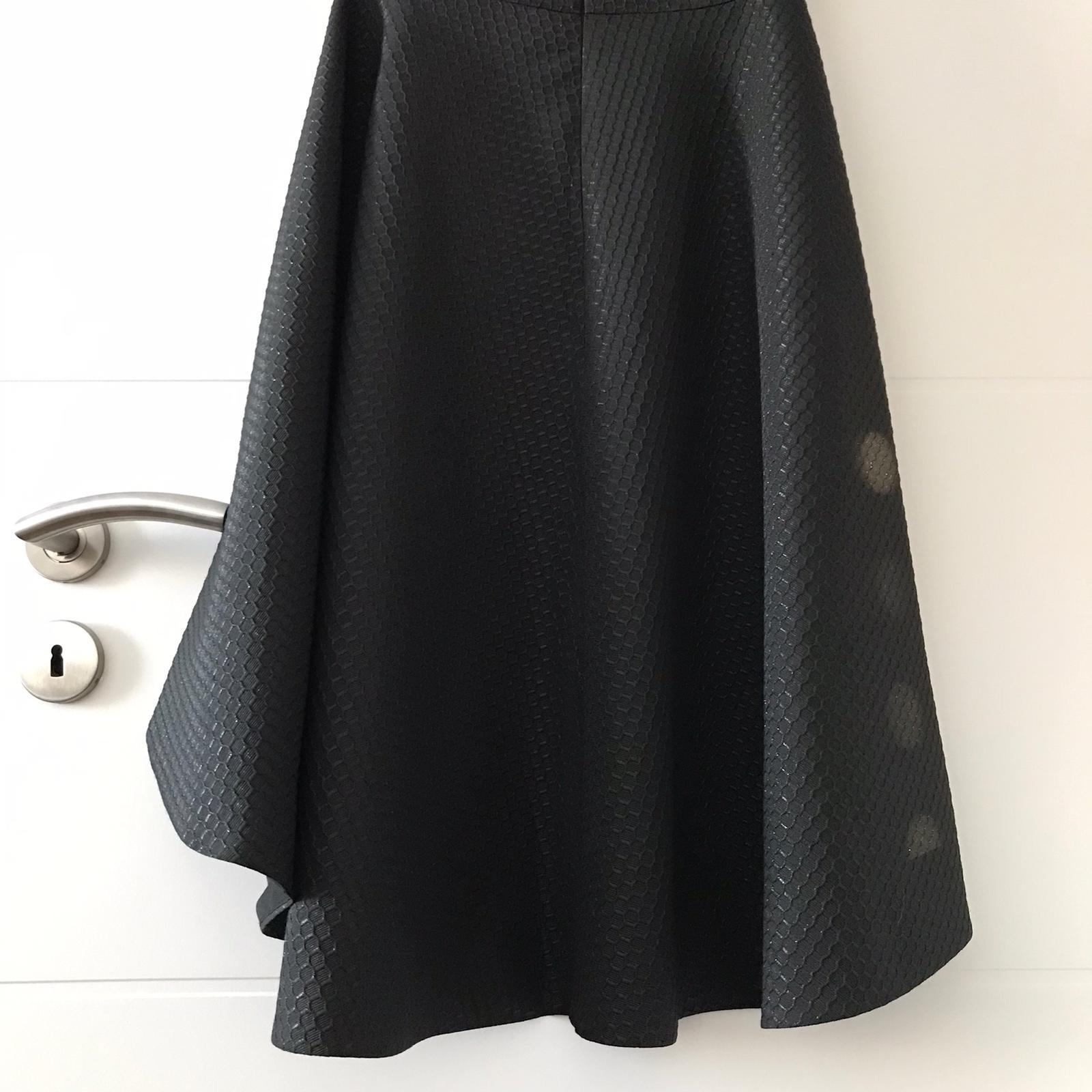 Čierne spoločenské šaty - Obrázok č. 4