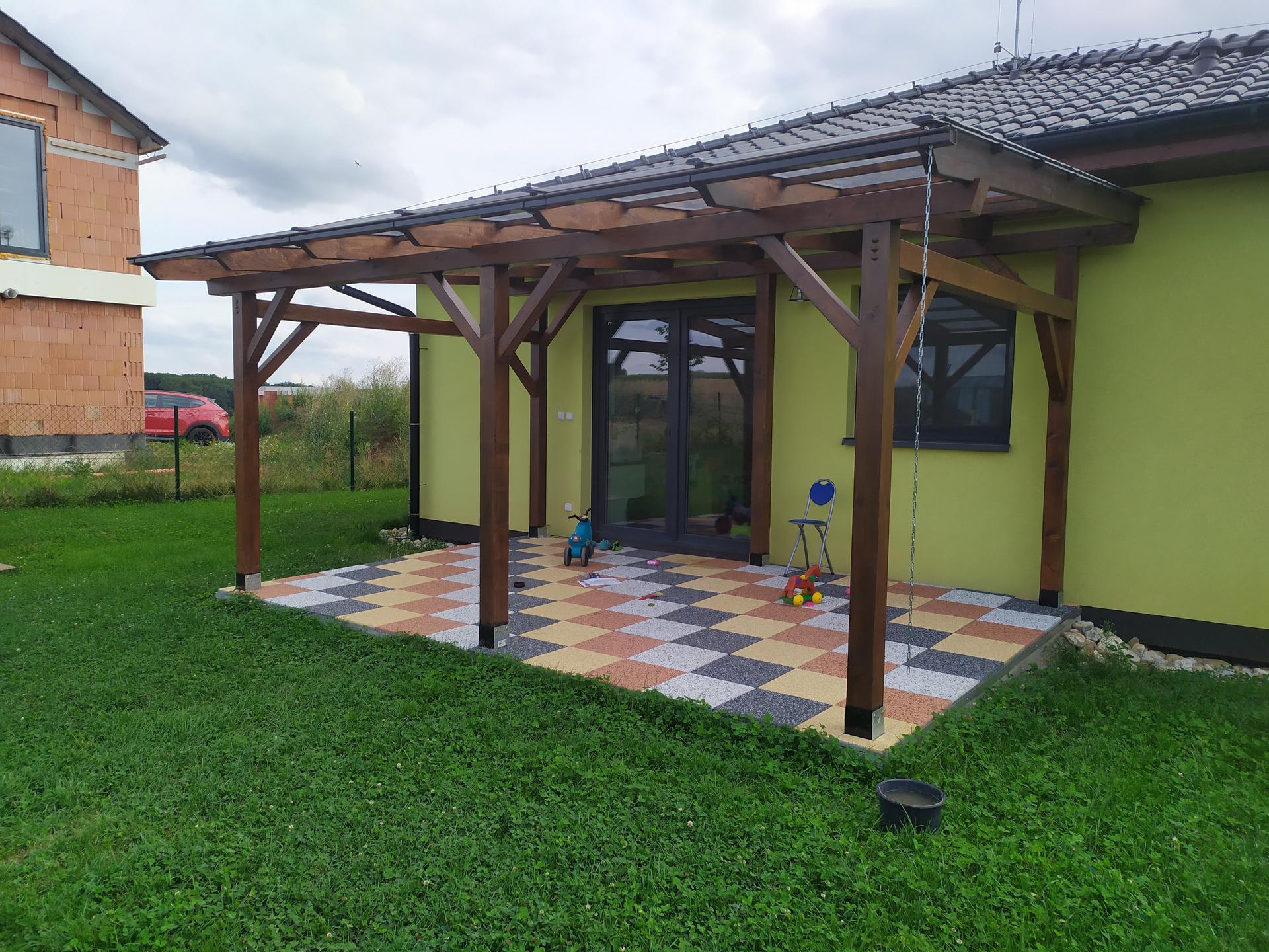 Naše terasa s pergolou