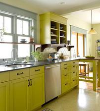 presne taketo dvierka a uchytky v kuchyni - aj farba sedi! :-)