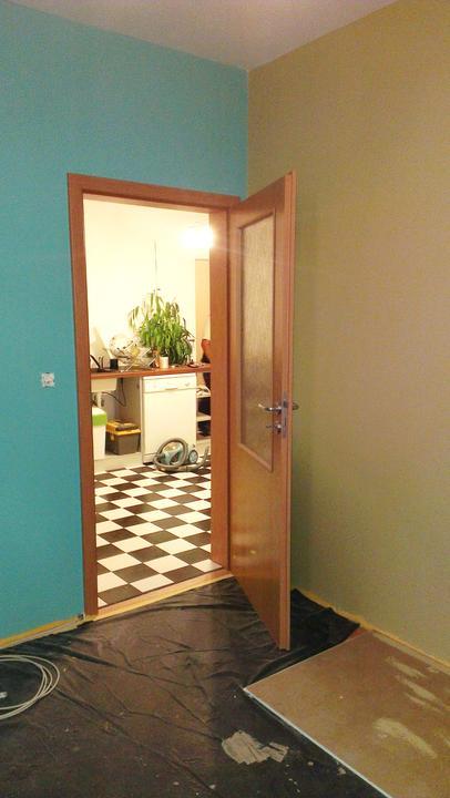 Pomaly sa to rysuje :-)  za dverami kuchyna