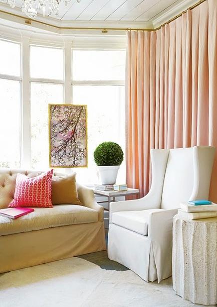 Spálňa bude - hnedá, biela, a trochu lososovej - alebo len taketo jemne nejake zavesy by som tam chcela dat plus prehoz na postel v takej farbe.....