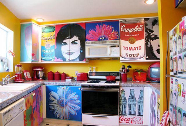Taaak toto je poriadny ulet! Ale Andy Warhola mam straaasne rada, takze si nejake jeho prace viem predstavit v kuchyni.... :-) ale v mensich formatoch :-)