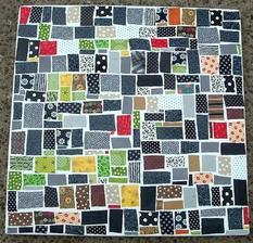 Mozaikovy stol - polepeny ustrizkami latok! :-)