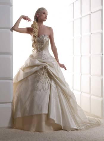 Vanilkovo-cokoladova svadba - tiez pekne, ale bez tej ozdoby...:-)
