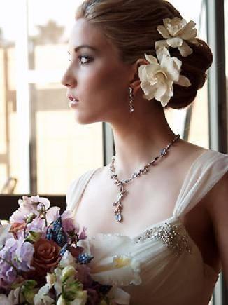 Vanilkovo-cokoladova svadba - 1.) dokonaly uces aj make-up, taky chcem, len mne odstavaju trochu usi, takze tie vlasy aby boli trochu na usiach, a kvet - Calla pouzit do vlasov :-)