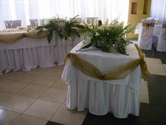 Vanilkovo-cokoladova svadba - vyzdoba z kvetov Kalla.