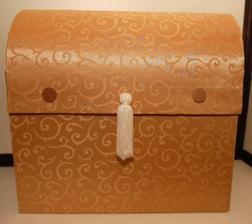 zlata ornamentálna gratulacna skrinka - je na predaj - cena: 50 Eur  Rozmery: ŠxVxH: 45x40x25cm.