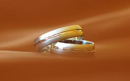 nase obrucky - biele zlato vsetko, aj ta linka vo vnutri (na obr. sa odraza do zlta...)