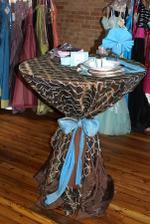 takto uviazane stoly by mohli byt pri prichode hosti - kde by bolo obcerstvenie... Ale trochu ina farebnost...