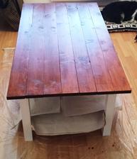 Sestra s priateľom a trochou pomoci kamoša stolára - si vlastnoručne vyrobili tento stolík do obyvky :-) Parádny je! :-)
