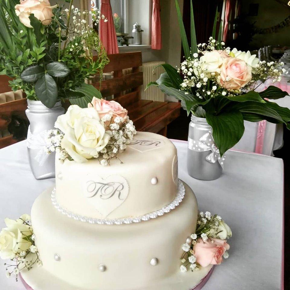 Svatební dort potahovaný - Obrázek č. 1