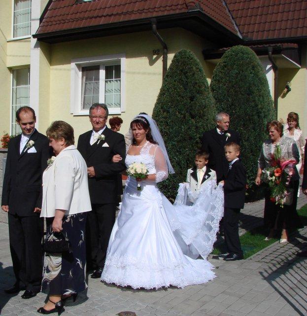 Lucia Gahírová{{_AND_}}Peter Hosťovecký - a vedie ma ocino