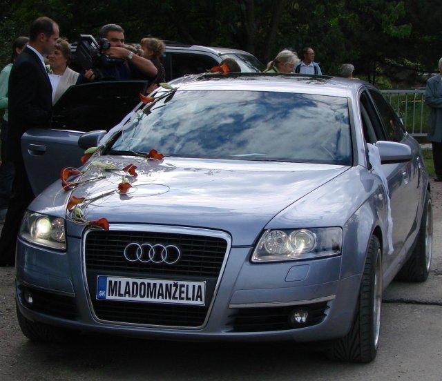 Lucia Gahírová{{_AND_}}Peter Hosťovecký - svadobné autíčko