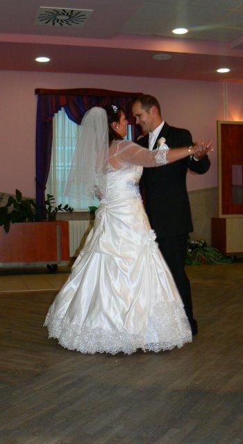 Lucia Gahírová{{_AND_}}Peter Hosťovecký - prvý spoločný tanec
