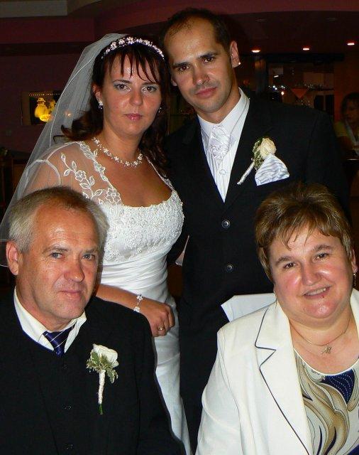 Lucia Gahírová{{_AND_}}Peter Hosťovecký - s manželovými rodičmi