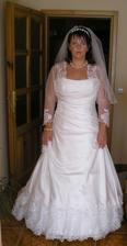 Moja prvá fotka v svadobných šatách