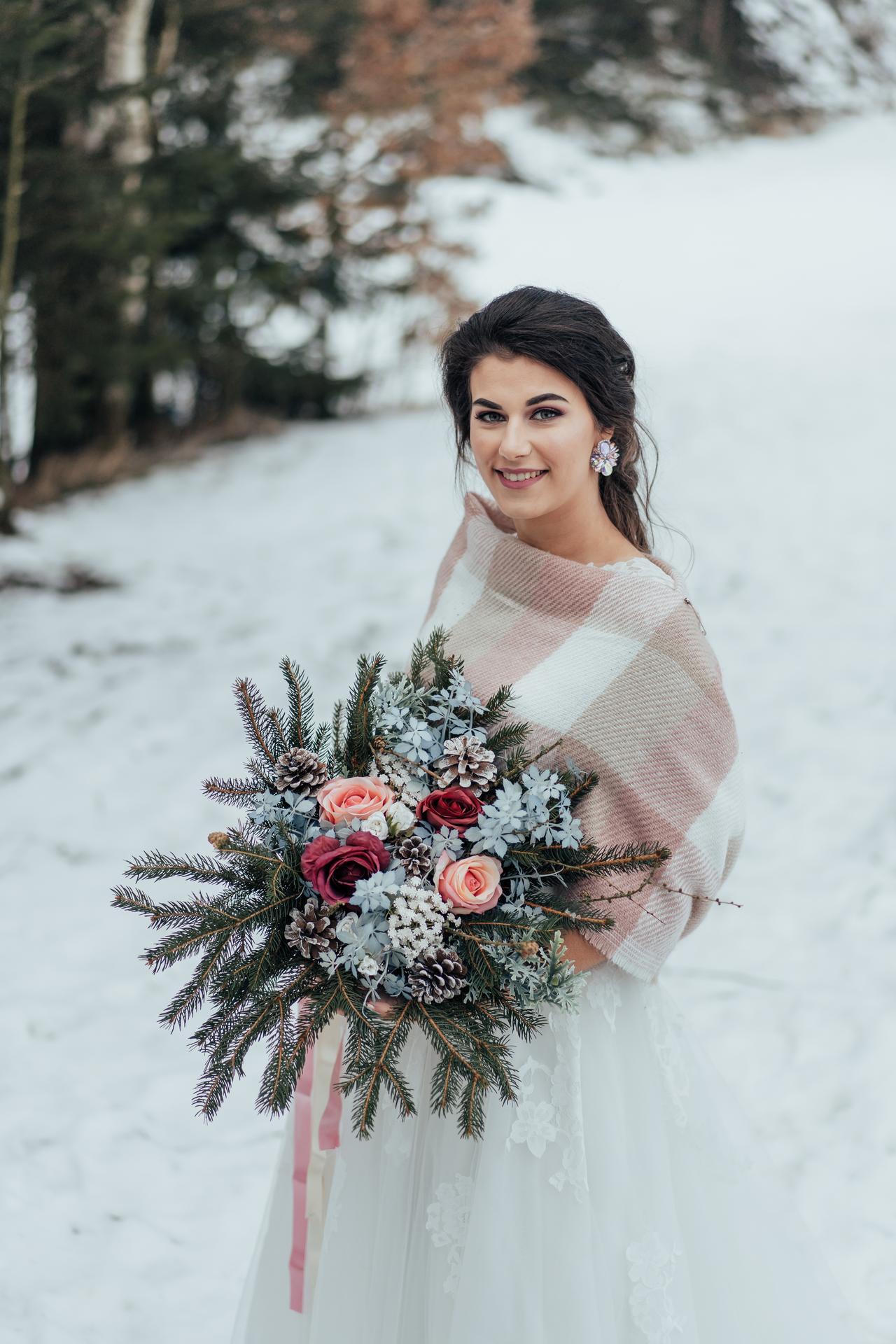 Zimní nevěsta - Ve spolupráci s fotografkou vznikly tyto nádherné fotky Katky. :)