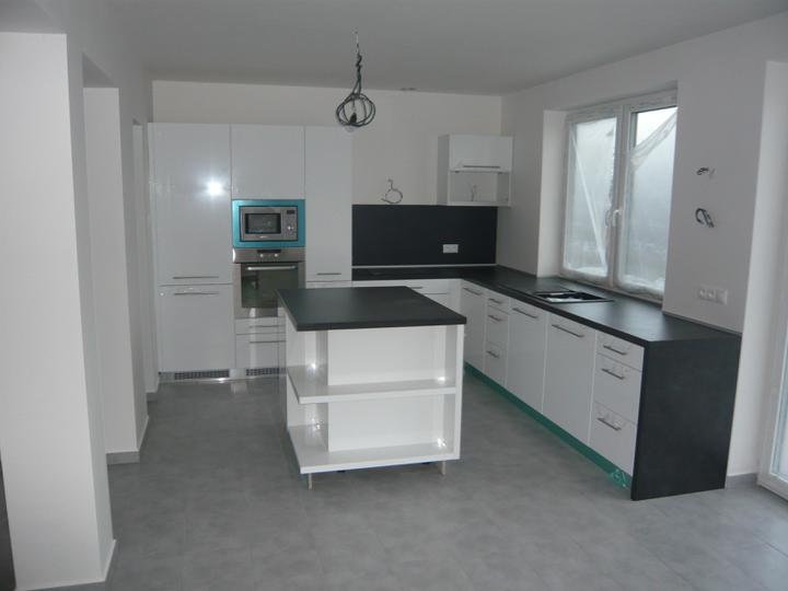 Náš domček2 - Konečne kuchyňa aj s pracovnou doskou