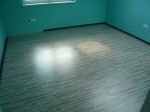 podlaha v detskej. lišty zatiaľ iba položené navolno