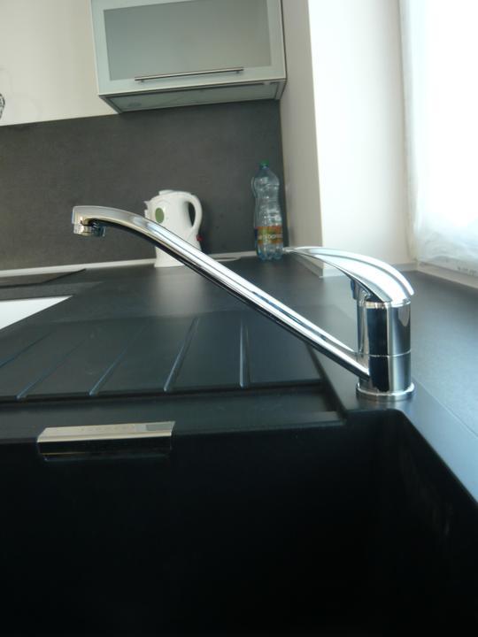 Náš domček2 - hurá tečie nám voda v kuchyni