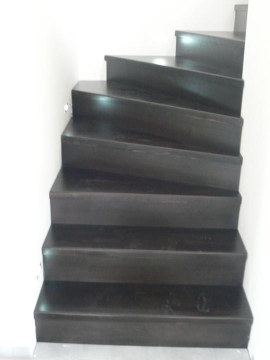 Náš domček2 - hurá máme schody