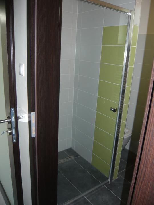 Náš domček2 - máme už aj dvere v sprche