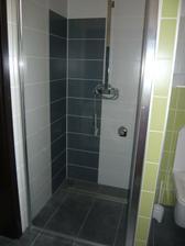 ...konečne sa môžeme sprchovať bez potopy v kúpelni