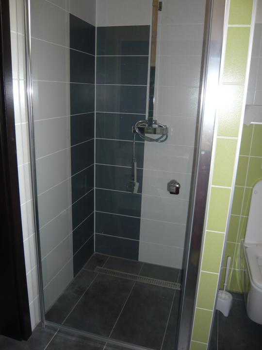 Náš domček2 - ...konečne sa môžeme sprchovať bez potopy v kúpelni