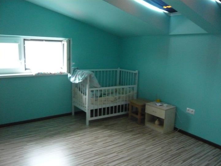 Náš domček2 - Synova izbička zatiaľ taká prázdna....