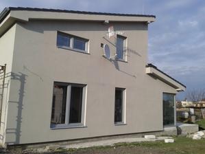 zaklébrovaná polovica domu už aj bez lešenia