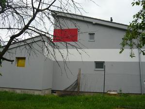 pohľad od suseda - ten strom nie a nie sa uhnúť :-)